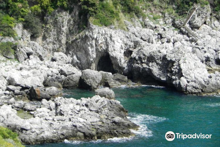 Grotta dello Smeraldo (Emerald Grotto)2
