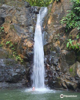 Uvita Waterfall1