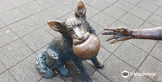 """""""Girl With Her Dog"""" Statue4"""