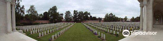 Faubourg-d'Amiens Cemetery3