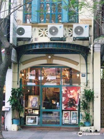 Tara & Kys Art Gallery1