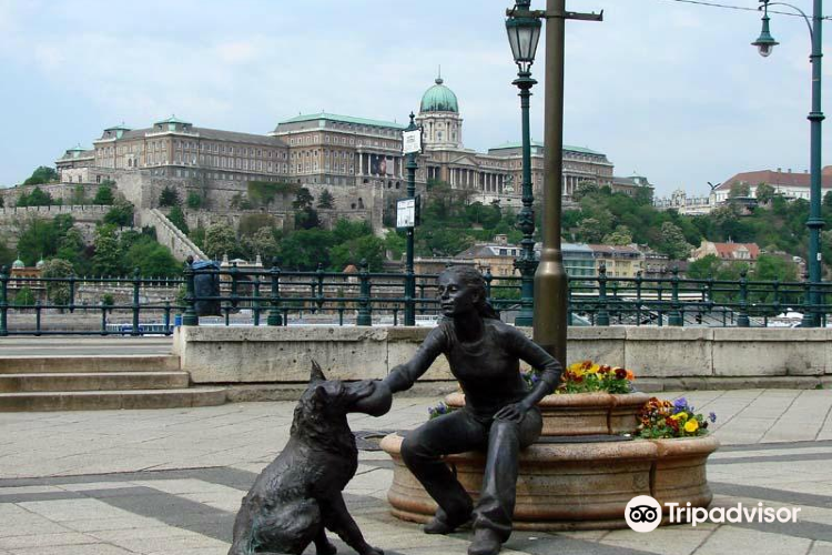 """""""Girl With Her Dog"""" Statue"""