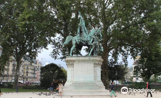 Equestrian Statue of Charlemagne2