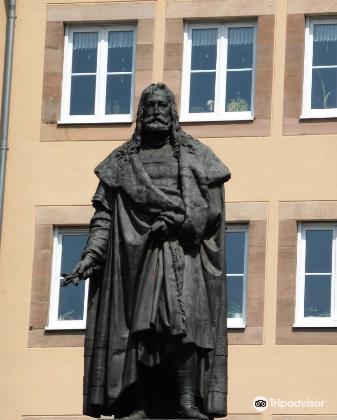Albrecht Durer Statue3