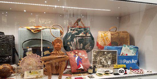 Esse Purse Museum2