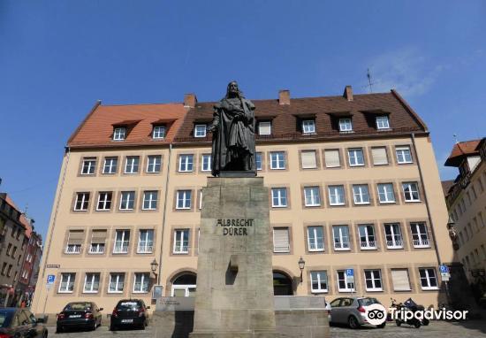 Albrecht Durer Statue1