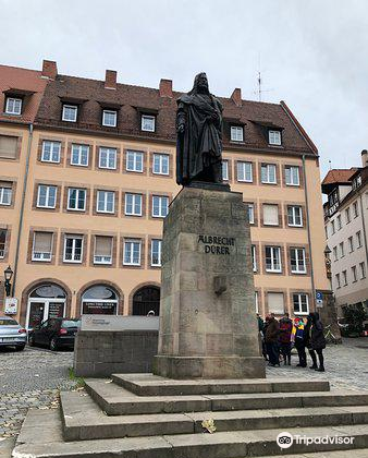 Albrecht Durer Statue2
