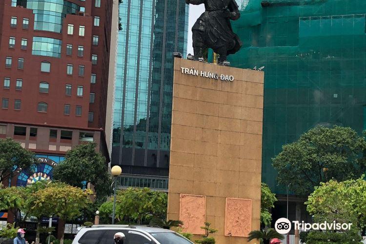 Tran Hung Dao Statue3