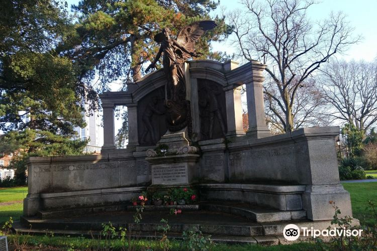 Titanic Engineer Officers Memorial1