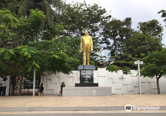 N .M. Perera Statue3