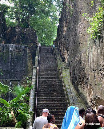 Queen's Staircase3