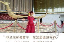 泰国国家珠宝中心 泰国国家珠宝中心,大厅宽敞明亮,大厅处摆放的大型龙船,金光闪闪,形象栩栩如生,惹得