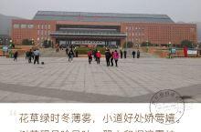 伟人故里~韶山 韶山是伟大领袖毛泽东的故乡。相传舜帝南巡至此,赏心悦目,遂奏韶乐,引凤来仪,因而得名